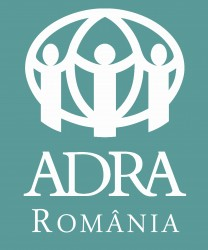 Sigla ADRA Romania - vertical STANDARD 100 alb